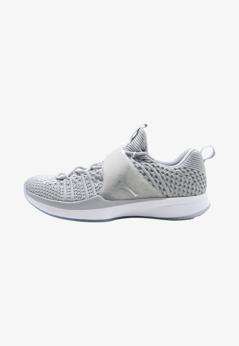 Jordan - TRAINER 2 FLYKNIT - Trainings-/Fitnessschuh - wolf grey/metallic silver/white