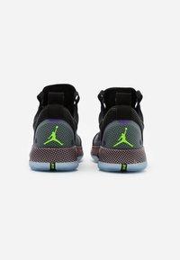 Jordan - AIR XXXII - Koripallokengät - black/white/vapor green/bleached coral - 2