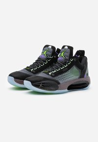 Jordan - AIR XXXII - Koripallokengät - black/white/vapor green/bleached coral - 1