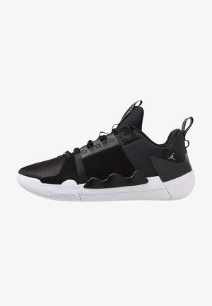 Basketball shoes - black/white