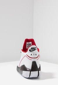 Jordan - 2X3 - Indoorskor - white/black/gym red - 3