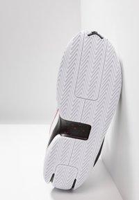Jordan - 2X3 - Indoorskor - white/black/gym red - 4