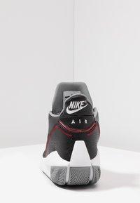 Jordan - 2X3 - Obuwie do koszykówki - black/gym red/particle grey - 3