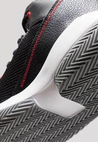 Jordan - 2X3 - Obuwie do koszykówki - black/gym red/particle grey - 5