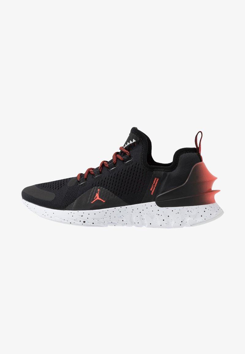 Jordan - REACT ASSASSIN - Basketbalové boty - black/bright crimson/white