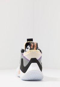Jordan - WHY NOT 0.2 SE - Zapatillas de baloncesto - white/orange pulse/black/particle grey/bright violet - 3