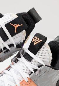 Jordan - WHY NOT 0.2 SE - Zapatillas de baloncesto - white/orange pulse/black/particle grey/bright violet - 5