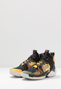Jordan - WHY NOT 0.2 SE - Basketbalschoenen - black/flash crimson/amarillo/vast grey - 2