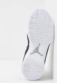 Jordan - JUMPMAN DIAMOND MID - Obuwie do koszykówki - white/metallic silver/black - 4