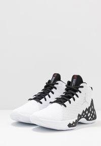 Jordan - JUMPMAN DIAMOND MID - Obuwie do koszykówki - white/metallic silver/black - 2