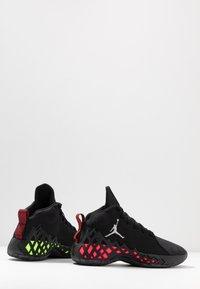 Jordan - JUMPMAN DIAMOND MID - Scarpe da basket - black/white/racer pink/laser orange - 5