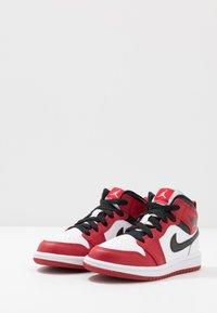 Jordan - 1 MID - Basketbalschoenen - white/gym red/black - 3