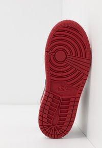 Jordan - 1 MID - Basketbalschoenen - white/gym red/black - 5