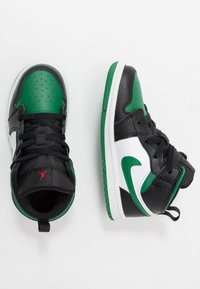 Jordan - 1 MID - Basketbalschoenen - black/pine green/white/gym red - 0
