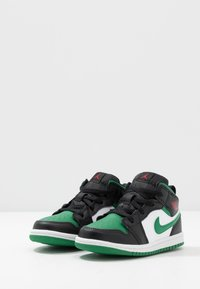 Jordan - 1 MID - Basketbalschoenen - black/pine green/white/gym red - 3