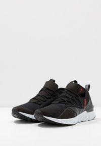 Jordan - REACT HAVOC SE - Scarpe da basket - black/challenge red/pure platinum - 2