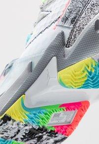 Jordan - WHY NOT ZER0.3 - Obuwie do koszykówki - white/cool grey/wolf grey - 5