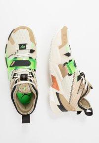 Jordan - WHY NOT ZER0.3 - Koripallokengät - parachute beige/rage green/fossil/black - 1