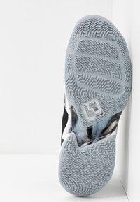 Jordan - WHY NOT ZER0.3 - Basketball shoes - black/metallic gold/white - 4