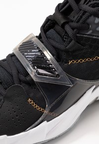 Jordan - WHY NOT ZER0.3 - Basketball shoes - black/metallic gold/white - 5