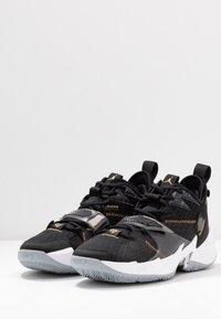 Jordan - WHY NOT ZER0.3 - Basketball shoes - black/metallic gold/white - 2