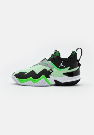 WESTBROOK ONE TAKE - Basketball shoes - white/black/rage green