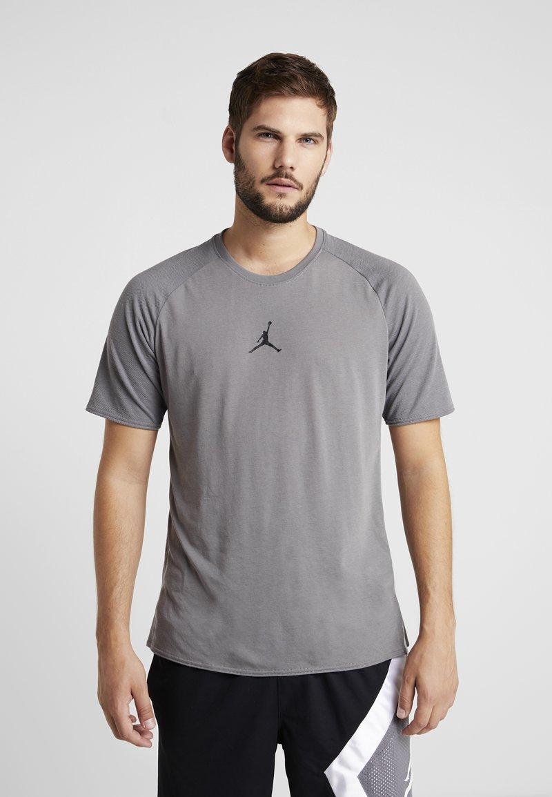 Jordan - ALPHA DRY - T-Shirt print - gunsmoke/black