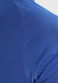 Jordan - ALPHA DRY - T-shirt imprimé - game royal/white - 7
