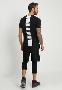 Jordan - ALPHA DRY - Camiseta estampada - black/white - 2