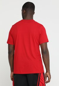 Jordan - ICON TEE - T-shirt z nadrukiem - gym red/black - 2