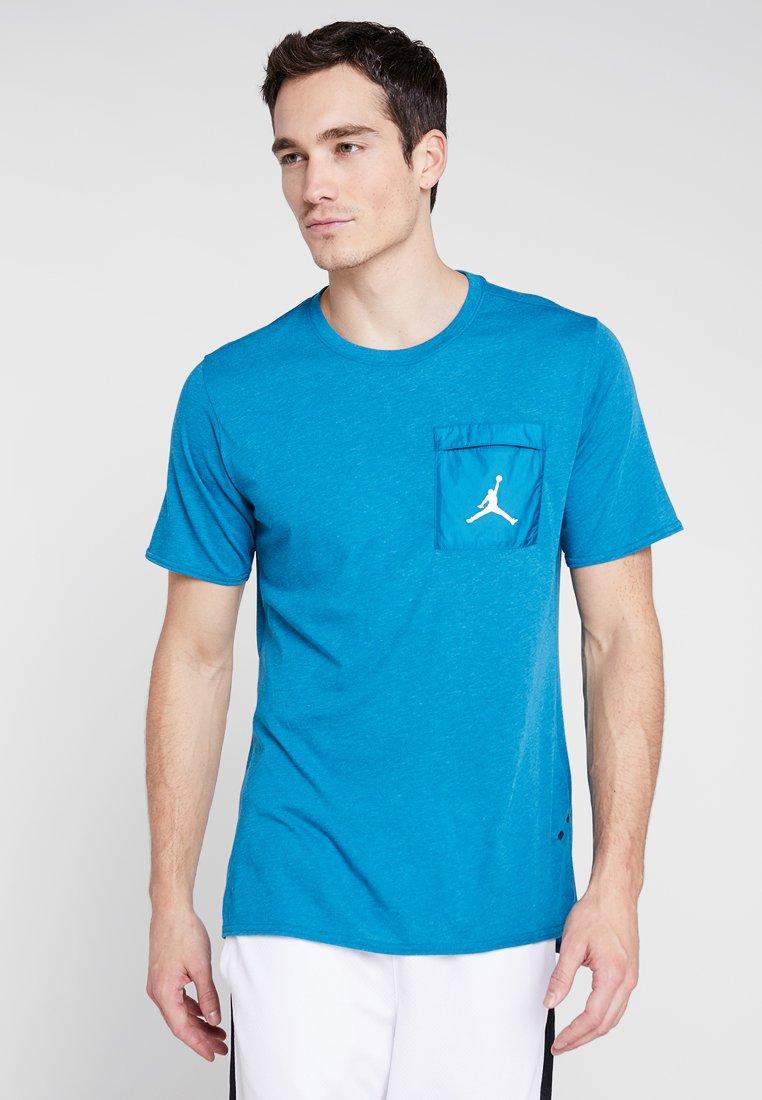 Jordan - 23 ENGINEERED COOL TOP - Print T-shirt - blue fury/green abyss