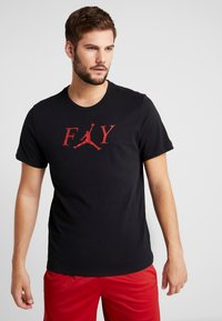 Jordan - FLY CREW - T-shirt med print - black/gym red - 0