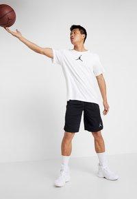 Jordan - JUMPMAN CREW - T-shirt z nadrukiem - white/black - 1