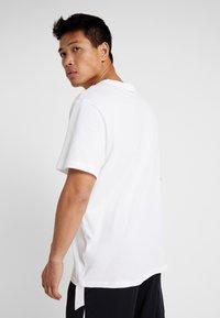 Jordan - JUMPMAN CREW - T-shirt z nadrukiem - white/black - 2