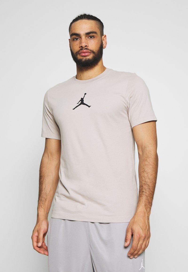 Jordan - JUMPMAN CREW - T-shirt z nadrukiem - moon particle/black