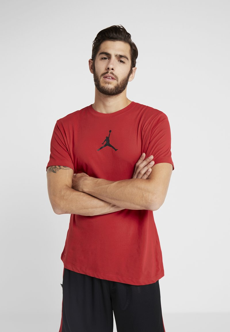 Jordan - JUMPMAN CREW - T-shirts print - gym red/black