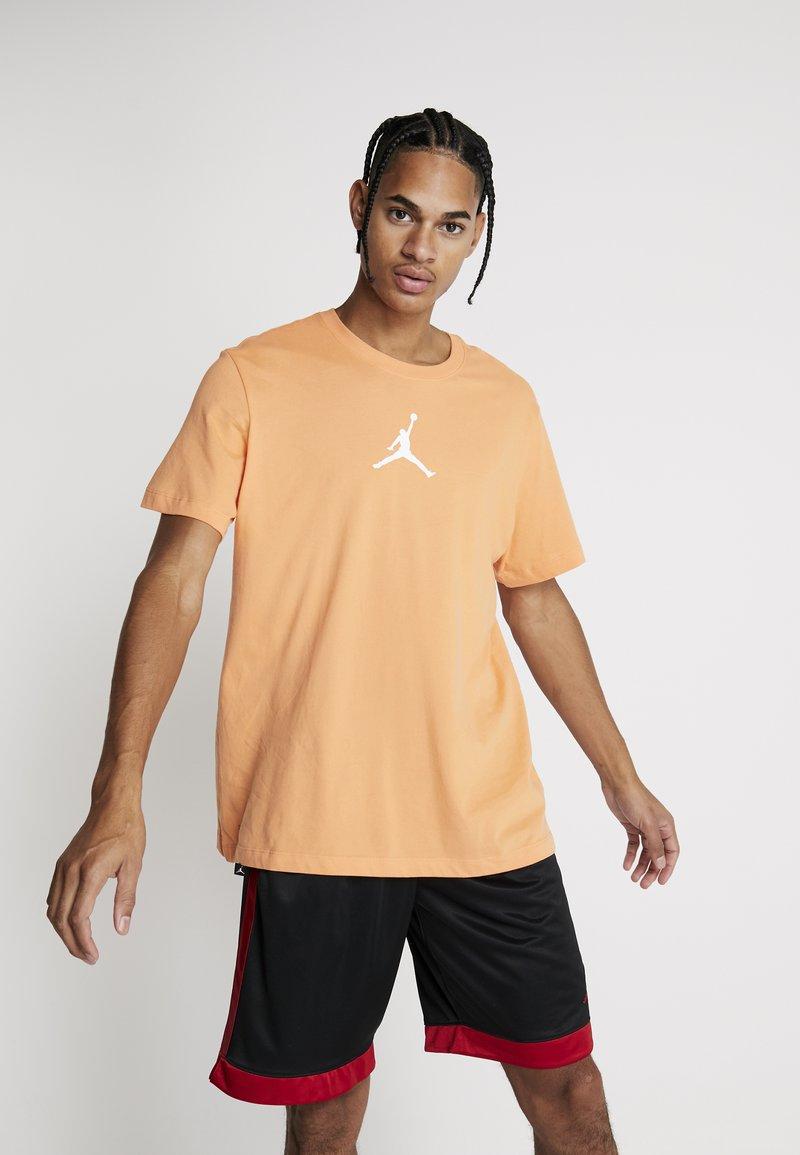 Jordan - JUMPMAN CREW - T-shirts print - orange trance/white