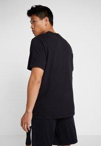 Jordan - JUMPMAN CREW - T-shirt z nadrukiem - black/white - 2