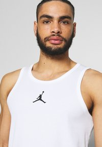 Jordan - 23ALPHA BUZZER BEATER TANK - Top - white/black - 4
