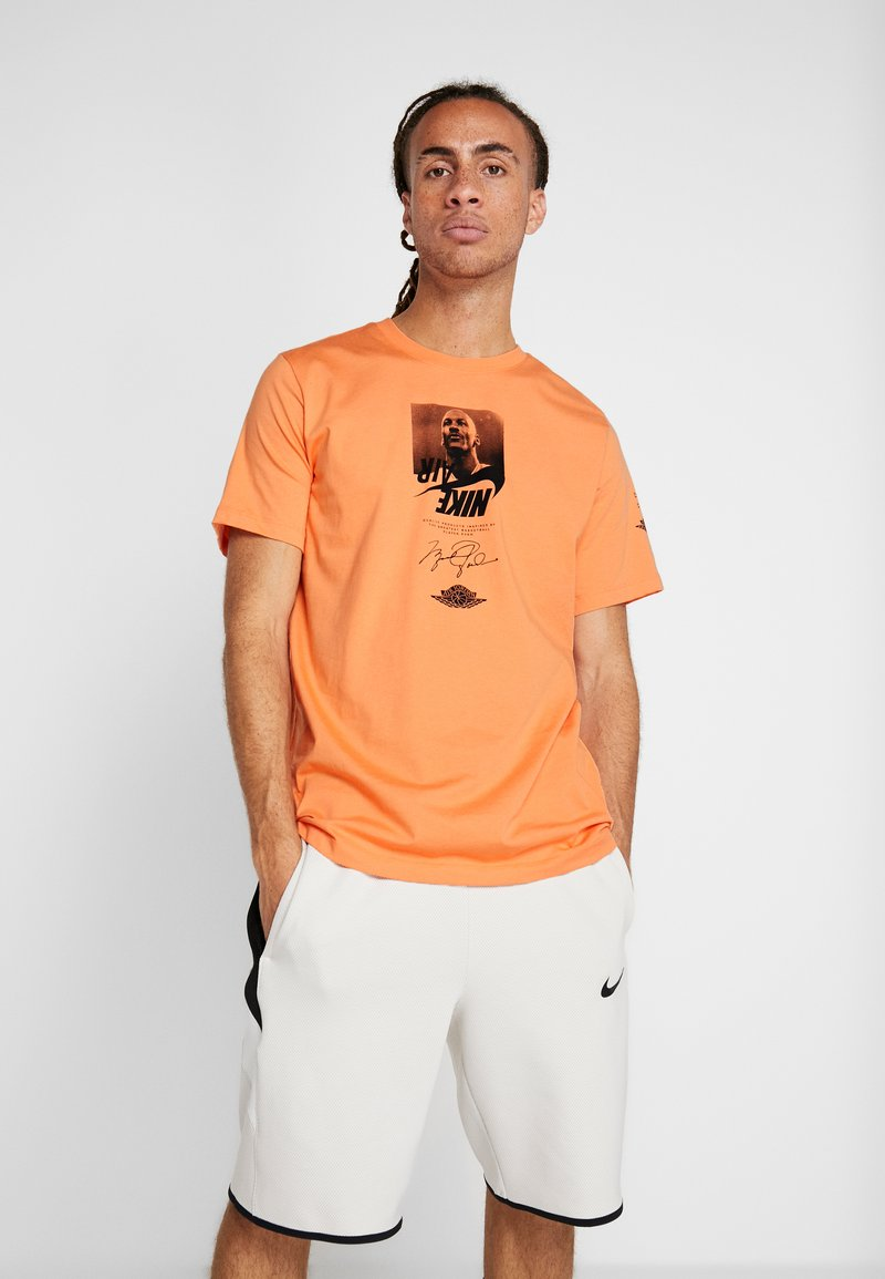 Jordan - THE MAN CREW - T-shirt med print - orange trance