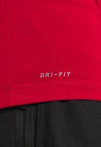 Jordan - CREW - T-shirt z nadrukiem - gym red - 5