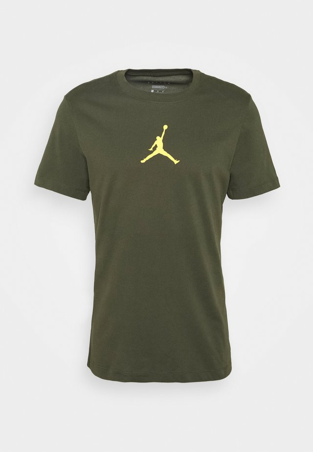 JUMPMAN CREW - T-Shirt print - cargo khaki/laser orange