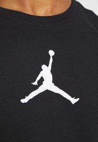 Jordan - JUMPMAN CREW - Print T-shirt - black/white - 5