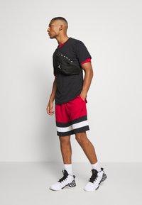 Jordan - JUMPMAN CREW - Print T-shirt - black/white - 1