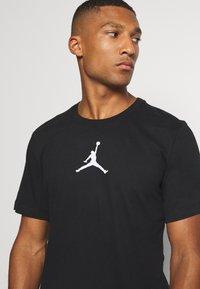 Jordan - JUMPMAN CREW - Print T-shirt - black/white - 3