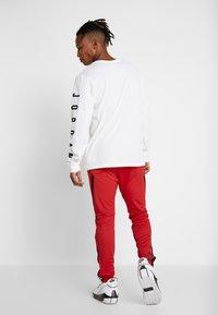 Jordan - ALPHA DRY PANT - Pantalon de survêtement - gym red/black - 2