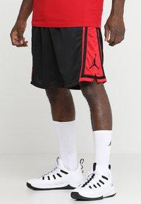 Jordan - Korte sportsbukser - black/gym red/black - 0