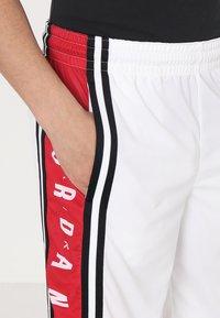 Jordan - BASKETBALL SHORT - Urheilushortsit - white/gym red/black - 4