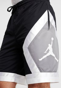 Jordan - JUMPMAN DIAMOND SHORT - Krótkie spodenki sportowe - black/white - 4