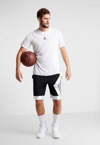 Jordan - JUMPMAN DIAMOND SHORT - Sports shorts - black/white - 1